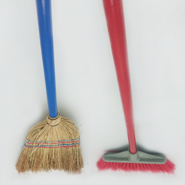 Broom straw and broom PVC with wooden handle